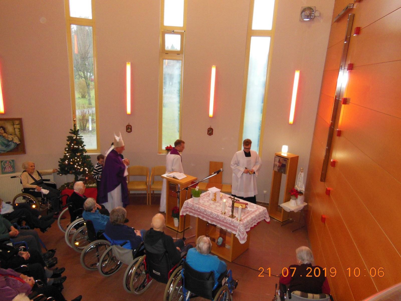 Božična maša v domu starejših